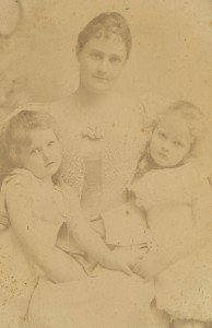 Margaret Beeckman Steward with daughters cropped