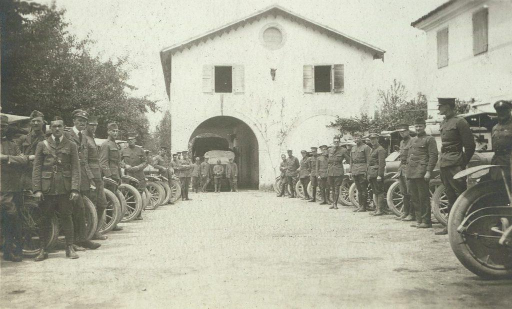Ambulance drivers 1918 for VB