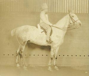 foto ini, dari 1916, menunjukkan nenek saya naik Greylegs untuk mewah ...: up-update.com/tag/dalam